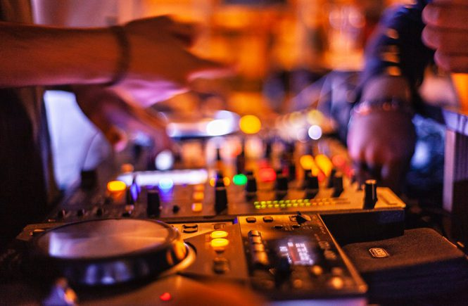 5 Reasons to Hire a Professional DJ for Your Private Event