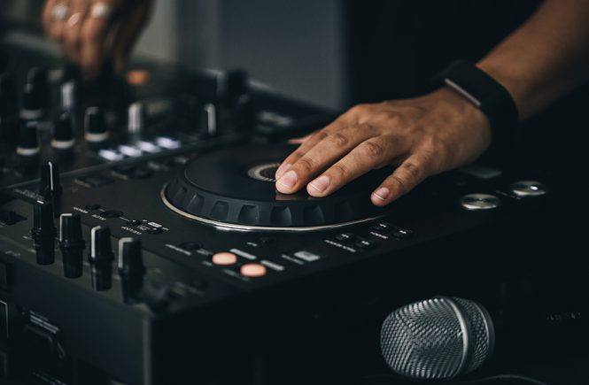5 Things a Pro DJ Can Do That an Amateur Can't
