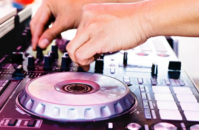 The Wedding DJ Checklist – Four Things Your DJ Has to Provide