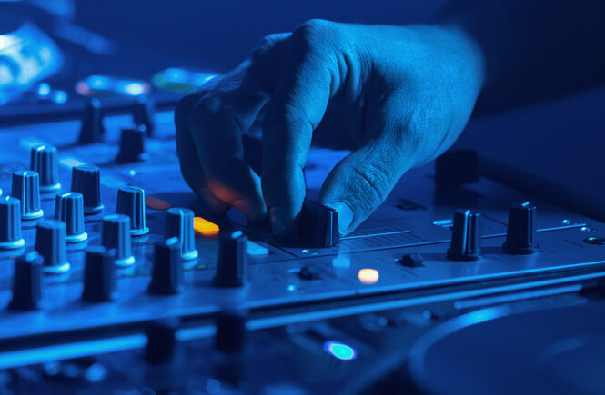 What Can a Professional Wedding DJ Do Better Than an Amateur?